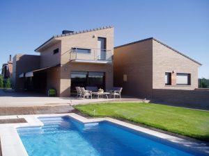 Em2 - Construcción Viviendas de Diseño - Javier Ramos - Casa Unifamilar - Reformas de Exteriores de Viviendas - Piscina con Jardín